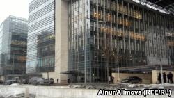 Здания коммерческих банков по проспекту Аль-Фараби в Алматы. 17 февраля 2017 года.