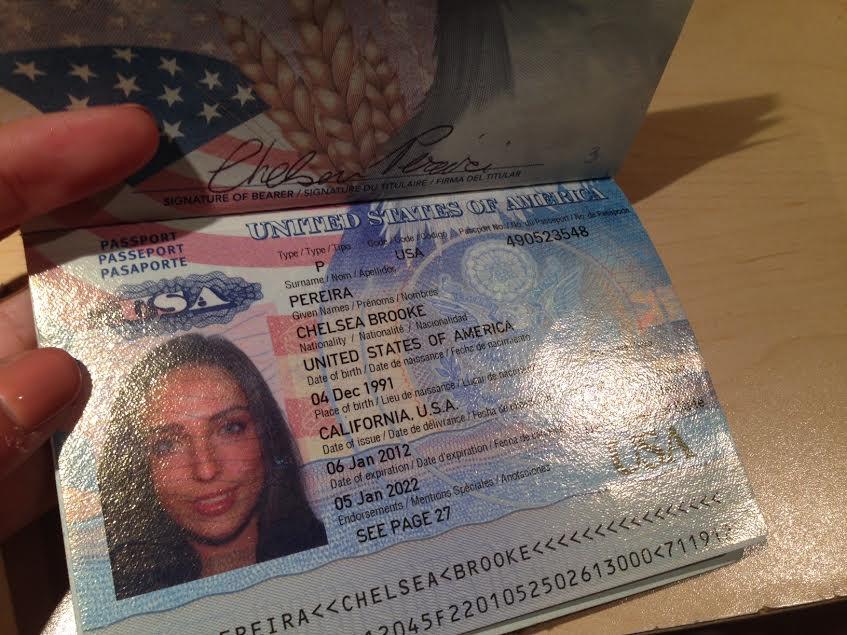 фото паспорта Челси Перейры, отосланное Ракишеву