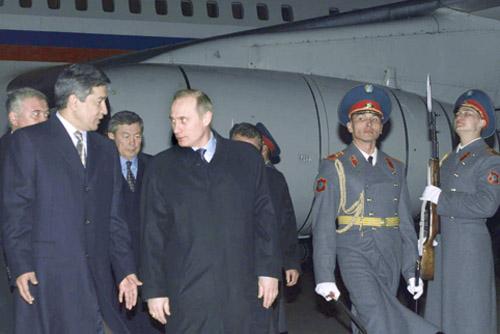 С Владимиром Путиным. Алма-Ата, 28 февраля 2002 года